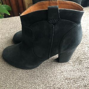 Black leather ankle bootie